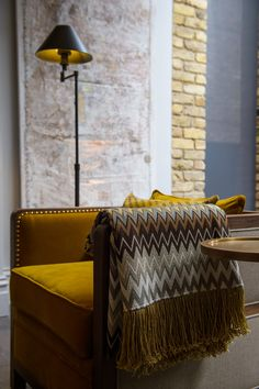 Utterly lounge worthy, the Bacco Armchair design is a contemporary remodel of the iconic boxy chair.  Pushing the boundaries in design and playing around with different textures and finishes, the Deconstructed Boxy Bacco Armchair blends matt with shine and combines a chic mix of bold velvet and linen against exposed natural oak. The tailored piping and studded details, combined with the sharp angled geometry update the regular boxy chair with a bold new look.