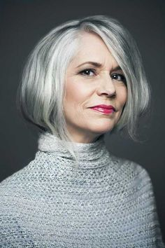 Femme 50 ans - Naturally White Silver Grey Hair : Best Job Interview Hairstyles for Women Modern Hairstyles, Older Women Hairstyles, Gorgeous Hairstyles, Medium Hairstyles, Hairstyles Haircuts, Grey Haircuts, Pixie Haircuts, Ponytail Hairstyles, Wedding Hairstyles