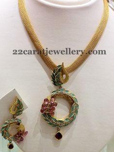 Meena-locket-with-broad-chain.jpg (479×640)