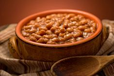 Get ready for some of the best barbecued baked beans you'll ever taste. An easy to prepare and simple baked beans recipe you must try. Simple Baked Beans Recipe, Homemade Baked Beans, Baked Bean Recipes, Beans Recipes, Savoury Recipes, Slow Cooker Baked Beans, Slow Cooker Recipes, Crockpot Recipes, Cooking Recipes