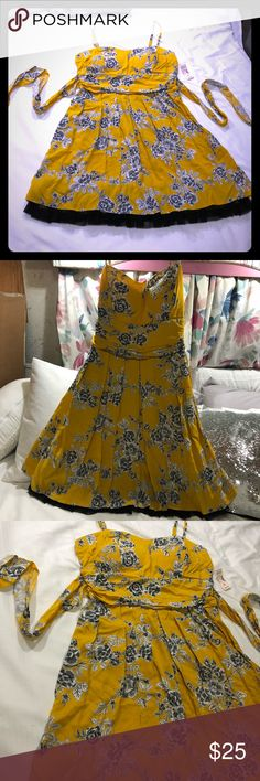 NWT Yellow Floral Formal Dress New with tags, yellow fit and flare midi length formal dress by Roz & Ali with a beautiful white floral design. Size 16 with a tie in the back, a built in bra, a black & yellow tulle layer beneath the top skirt, and a back zipper. Brand new, never worn. Purchased at Dressbarn!   Accepting offers! 💕 Roz & Ali Dresses Midi