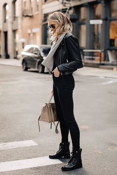 Biker Boots Outfit, Combat Boot Outfits, Winter Boots Outfits, Combat Boots Style, Leather Jacket Outfits, Black Combat Boots, Fall Outfits, Casual Outfits, Leather Jackets
