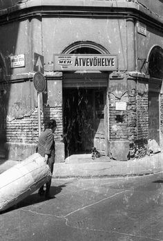 BUDAPEST VII. Dob utca - Holló utca sarka. MÉH Átvevőhely. (Fortepan. Évszám: 1989. Képszám: 77440) Old Pictures, Old Photos, Anno Domini, Budapest Hungary, Historical Photos, The Past, Landscape, History, Places