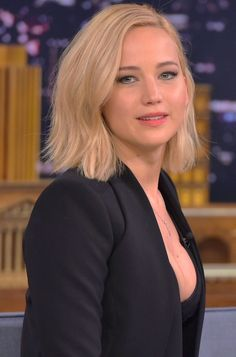 """Jennifer Lawrence Photos - Jennifer Lawrence Visits """"The Tonight Show Starring Jimmy Fallon"""" at Rockefeller Center on November 2015 in New York City. - Jennifer Lawrence Visits 'The Tonight Show Starring Jimmy Fallon' Jennifer Lawrence Joy, Cabelo Jennifer Lawrence, Jennifer Lawrence Haircut, Jennifer Lawrence Hunger Games, Long Bob Haircuts, Long Bob Hairstyles, Short Hairstyles For Women, Happiness Therapy, Jennifer Laurence"""
