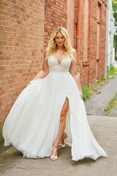 Best Wedding Dress Shops for Curvy Brides Plus Size Wedding Dresses for the Curv. - Best Wedding Dress Shops for Curvy Brides Plus Size Wedding Dresses for the Curvy Bride the Bridal Suite Source by - Slit Wedding Dress, Plus Size Wedding Gowns, Western Wedding Dresses, Sexy Wedding Dresses, Wedding Dress Shopping, Wedding Dress Styles, Bridal Dresses, Gown Wedding, Plus Size Brides