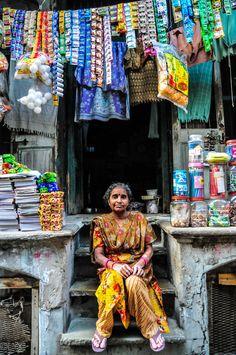 Roadside shop and its shopkeeper, Amdavad, India Goa India, We Are The World, People Around The World, Jaipur, Pakistan, Namaste, Amazing India, India Culture, India People
