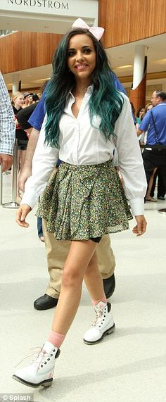 i love her outfits and her hair!!!!