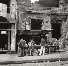 Reismann Marian (1911-1991): Petőfi könyvesbolt, Budapest, 1945. / Petőfi bookshop, Budapest, 1945.