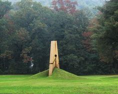 ArtDiscover. Giant clothespin sculpture by Mehmet Ali Uysal
