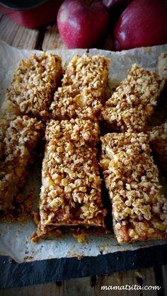 Μπάρες μήλου - συνταγή mamatsita.com homemade recipes Krispie Treats, Rice Krispies, Energy Bars, School Snacks, Sweet And Salty, Cereal, Breakfast, Desserts, Recipes