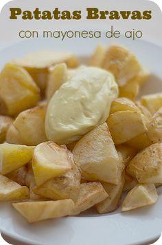 Patatas bravas con mayonesa de ajo