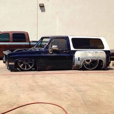 Hot Wheels - Mind got blown when I saw this on feed, crazy rear dish and stance, those rear guards are sweet! Custom Chevy Trucks, C10 Chevy Truck, Chevy Pickups, Chevrolet Trucks, Custom Cars, Chevrolet Blazer, Bagged Trucks, Lowered Trucks, Dually Trucks