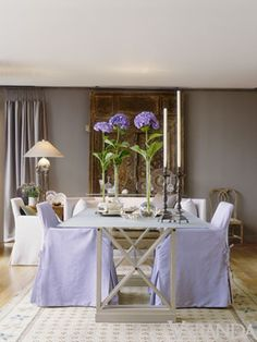 A room that deftly references classical proportions seamlessly adopts contemporary touches.