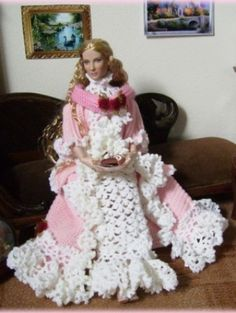 About Cate: Tonner doll Galadriel in crocheted clothes from me.