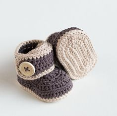 This is a pattern for crochet baby booties Warm Toes! Find this pattern and more crochet inspiration at LoveCrochet.Com.