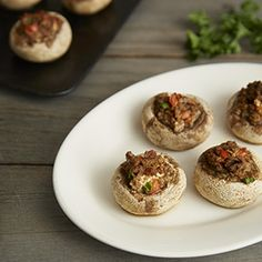 Cream cheese, onion, and sage lend a savory flavor to these vegetarian stuffed mushrooms. Perfect for your next party! Vegetarian Appetizers, Finger Food Appetizers, Vegetarian Recipes Easy, Yummy Appetizers, Veggie Recipes, Finger Foods, Appetizer Recipes, Stuffed Mushrooms Cream Cheese, Veggie Patties