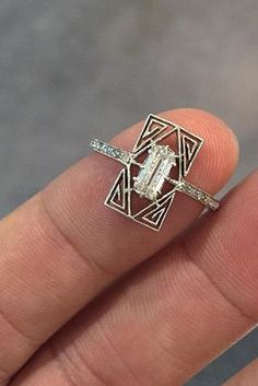 Beautiful Jewelry 18 Unbelievably Beautiful Vintage Rings Inspired By Art Deco - In search of a bold style for your engagement ring? Art deco unites geometric motifs with elegant embellishments for a classy look. Art Deco Jewelry, Art Deco Ring, Jewelry Rings, Jewelery, Jewelry Accessories, Jewelry Design, Diamond Jewelry, Diamond Rings, Jewelry Box