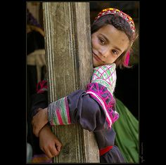Kailash people - nation of unknown origin in the middle of the mountains of Pakistan Kids Around The World, We Are The World, People Around The World, Cute Girl Pic, Cute Girls, Beautiful Children, Beautiful People, Kalash People, Kind Photo