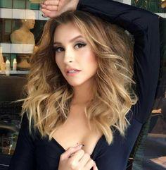Carla Diaz, de A Força do Querer Haircuts For Fine Hair, Messy Hairstyles, Carla Diaz, Messy Waves, Voluminous Hair, Tumblr Girls, Hair Lengths, Lifestyle Blog, Blonde Hair