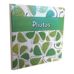 Album porta foto  Formato: 25X25    Interno: blocco con velina, disponibile per 24 o 40 pagine  Copertina: in cartoncino stampato e plastificato con soggetti vari. Angoli arrotondati.