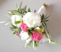 Bouquet de mariée de pivoines accompagnées de branches d'olivier www.lapetiteboutiquedefleurs.fr