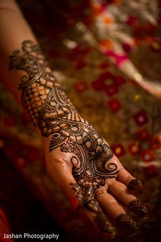 Enchanting hand bridal mehndi. http://www.maharaniweddings.com/gallery/photo/96052