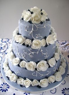 Wedgewood blue(?) and ivory roses.