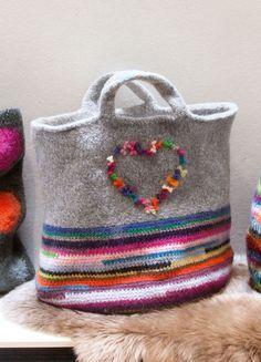 Lana Grossa MARKTTASCHE Feltro - STRICK & FILZ No. 11 - Modell 3   FILATI.cc WebShop Market Bag, Fit Women, Reusable Tote Bags, Throw Pillows, Knitting, Felted Bags, 3 Online, High Pictures, Female Fitness