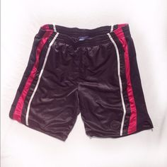 Basketball Shorts 🏀 Used | Ok Condition | Small Imperfections | Hardly Noticeable | Pockets on Both Sides | Reebok Logo on Front Bottom | Silky Feel | Red, White, & Black Colors | Very Stretchy | Runs Big | Fits XL & 1X | 🚫 Trades | Feel Free To Ask Questions 🙋| More 📷 Upon Request | Bundles Are Welcomed ❤️| Reebok Shorts