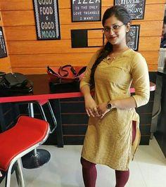 Beautiful Arab Women, Beautiful Girl Photo, Indian Actress Hot Pics, Most Beautiful Indian Actress, Housewife Photos, Desi Girl Selfie, Girl Number For Friendship, Massage Girl