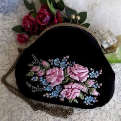 Wonderful Ribbon Embroidery Flowers by Hand Ideas. Enchanting Ribbon Embroidery Flowers by Hand Ideas. Embroidery Purse, Ribbon Embroidery Tutorial, Learn Embroidery, Silk Ribbon Embroidery, Embroidery For Beginners, Hand Embroidery Patterns, Embroidery Kits, Embroidery Designs, Embroidery Supplies
