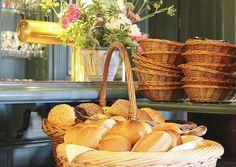 Duftend frische Brötchen, jeden Morgen frisch für unsere Gäste zum Frühstück.