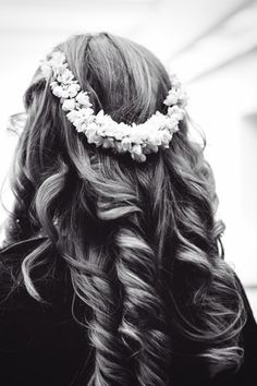 Romantic bridal curls with real Jasmine.