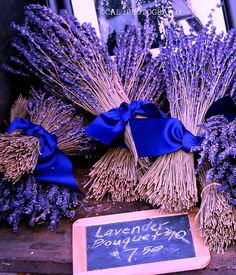 love the electric blue with the Lavender Bouquet:) XOXO
