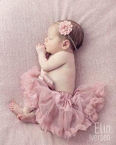 Nydelige lille <3 Nyfødtfotografering - Newborn Bilde tatt av www.eliniversen.no Tyllskjørt fra www.barnelykke.no