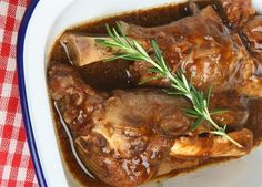 Slow Cooker Lamb Shanks with Rosemary And Gravy
