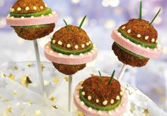 For the UFO meatballs, first of all from minced meat, eggs, the chopped . Alien Party, Birthday Cake Girls, Birthday Parties, Space Food, Party Food Platters, Cookout Food, Space Party, Food Art, Kids Meals
