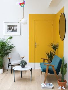 A unique paint trend that pops up again and again in cool interiors. Are you a fan? #paintideas #paintdesigns #coolinteriors<br> Yellow Interior, Diy Interior, Modern Interior Design, Home Design, Interior Design Living Room, Living Room Designs, Design Ideas, Interior Decorating, Apartment Interior