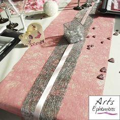 Chemin de table romance et ruban abaca