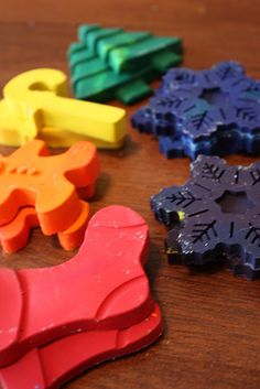 Turn ordinary crayons into fun holiday shapes! All you need is 6 box's of 8 count crayons, silicone molds and an oven set to 350 degrees. cute cute idea!
