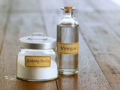Vinegar and Baking Soda Cleaning Recipes - Home Cleaning Baking Soda Cleaning, Cleaning Recipes, Cleaning Hacks, Cleaning Products, Baking Soda For Hair, Commercial Cleaners, Essential Oil Scents, Seasonal Allergies, Household Cleaners