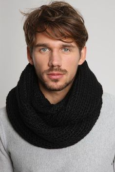 If I could knit, I'd make myself en eternity scarf. Moustache, Mens Infinity Scarf, Men Scarf, Bag Pattern Free, Very Short Hair, Diy For Men, Gq Style, Knit Picks, Knitting Accessories