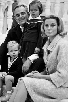 Net Image: Grace Kelly and Prince Rainier of Monaco: Photo ID: . Picture of Grace Kelly and Prince Rainier of Monaco - Latest Grace Kelly and Prince Rainier of Monaco Photo. Prince Rainier, Andrea Casiraghi, Charlotte Casiraghi, Prince Albert, Classic Hollywood, Old Hollywood, Photo Glamour, Princesa Grace Kelly, Princesses