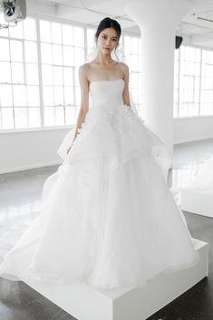 Marchesa Fall 2018 Bridal Fashion Show - The Impression Marchesa Wedding Dress, Marchesa Bridal, Fall Wedding Dresses, Wedding Gowns, Bridal Collection, Dress Collection, Korean Bride, New York Bride, Wedding Inspiration