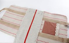 Sewing machine bag                                                               For my bags I used quite a heavy woven cotton in two patt...