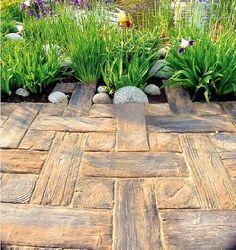 Betonowa kostka imitująca drewniane deski - zdjęcie
