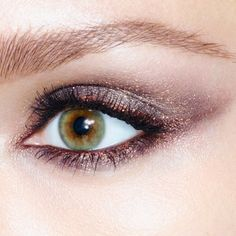 Give the gift of truly mesmerising eyes with Charlotte Tilbury's Nocturnal Cat Eyes to Hypnotise Trinket duo.