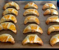 Rogaliki z budyniem i marmoladą - Blog z apetytem Polish Desserts, Spanakopita, Sweets, Chicken, Meat, Ethnic Recipes, Blog, Polish Food Recipes, Gummi Candy