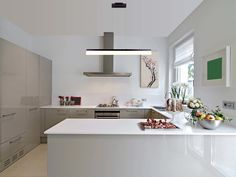 Scandinavian kitchen Lighting - Scandinavian style in London Sola Kitchens Mia Lind photo (Georgiana Design). Scandinavian Kitchen, Scandinavian Interior, Scandinavian Style, Scandi Style, Scandinavian Lighting, Küchen Design, House Design, Interior Design, Design Ideas