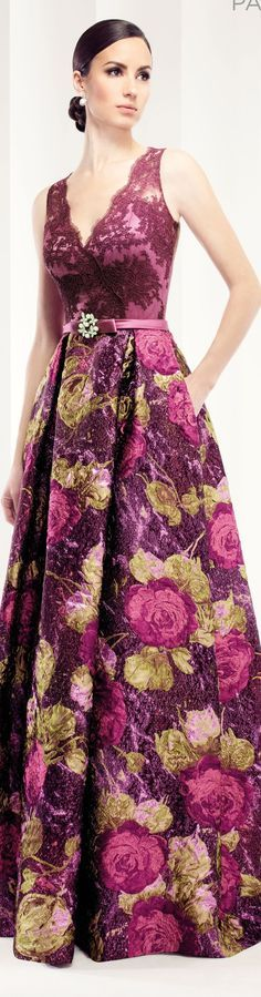 Estampado de flores, escote en v encaje Patricia Avendano -- Loveliness!